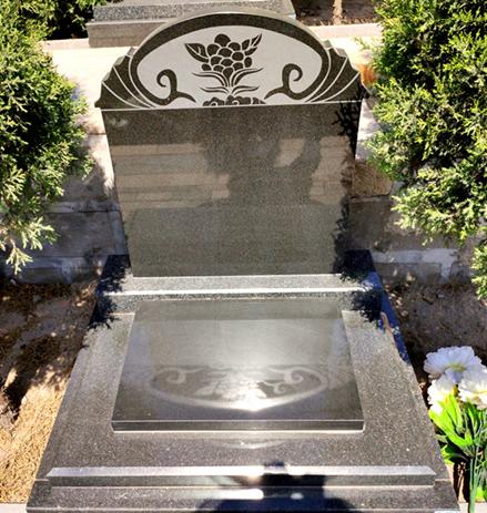 在古中山陵园选中的墓碑